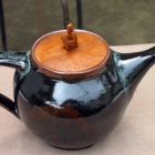 Tenmoku teapot with wooden lid
